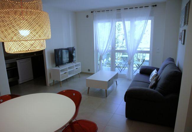 Apartament en Santa Coloma - Prat Condal *** 2/4 (4t 1a)